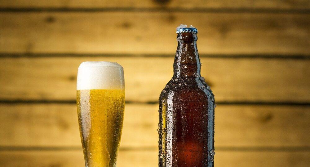 Cerveza (imagen de archivo)