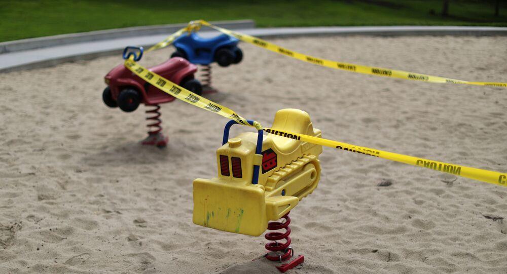 Unas atracciones para niños en Los Ángeles rodeadas por una cinta amarilla