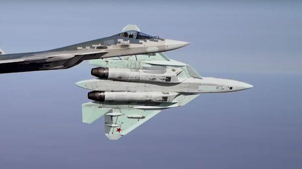 Los pilotos rusos llevan al límite los cazas Su-57  - Sputnik Mundo