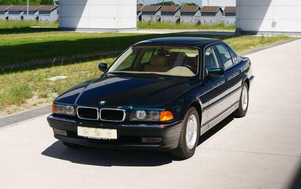BMW E38 740i  - Sputnik Mundo