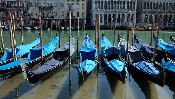 Agua limpia de los canales de Venecia en Italia durante el brote del coronavirus en el mundo - Sputnik Mundo