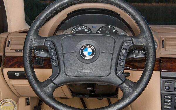 Volante de un BMW E38 740i  - Sputnik Mundo