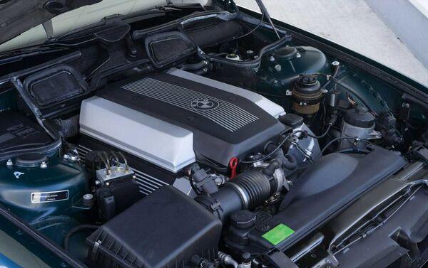 El motor de un BMW E38 740i - Sputnik Mundo