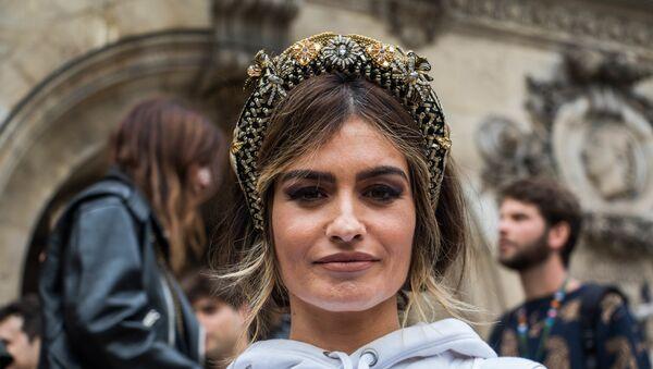 Madame de Rosa en un desfile de Balmain en París - Sputnik Mundo