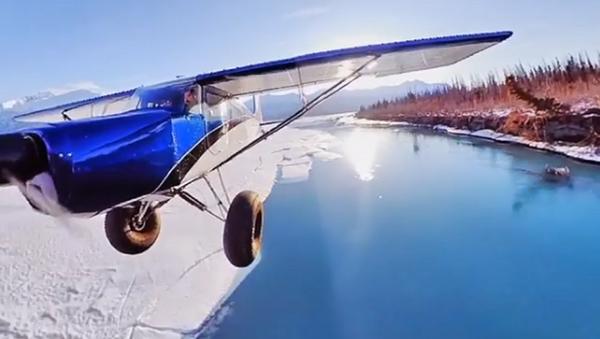 Esto es lo que pasa cuando anclas una cámara al ala de tu avioneta - Sputnik Mundo