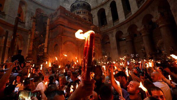 La ceremonia del Fuego Sagrado en la basílica del Santo Sepulcro de Jerusalén - Sputnik Mundo