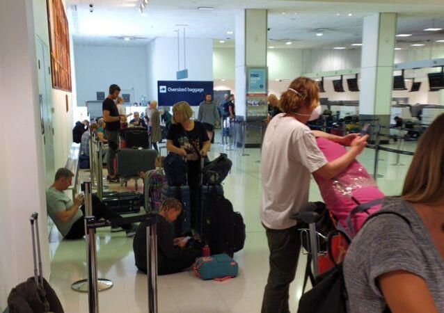 Pasajeros esperando su vuelo en el aeropuerto de Sídney