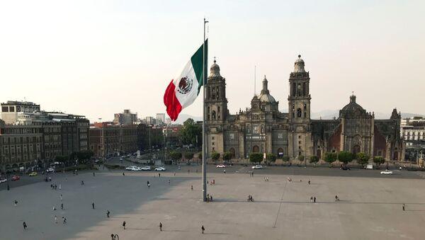 La Plaza del Zócalo en la Ciudad de México, vacía por coronavirus - Sputnik Mundo