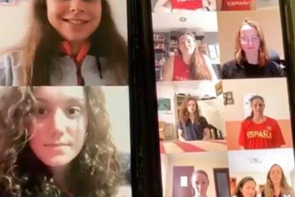 Equipo de sincro España entrenando via Skype durante la cuarentena - Sputnik Mundo