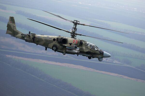 Un helicóptero Alligator Ka-52 realiza un vuelo durante unos ejercicios tácticos en la región de Krasnodar, Rusia. - Sputnik Mundo