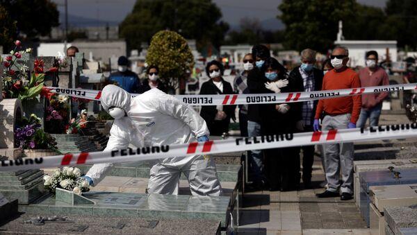 Funeral de un enfermo de COVID-19 en Chile - Sputnik Mundo