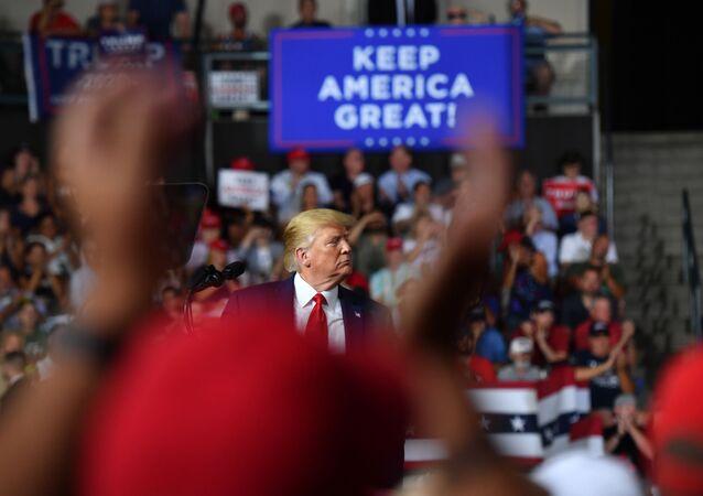 Donald Trump, presidente de EEUU, y slogan 'Mantenga América grande'