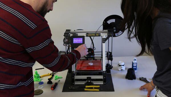 Impresoras 3D serán usadas para fabricar partes de máscaras de protección - Sputnik Mundo