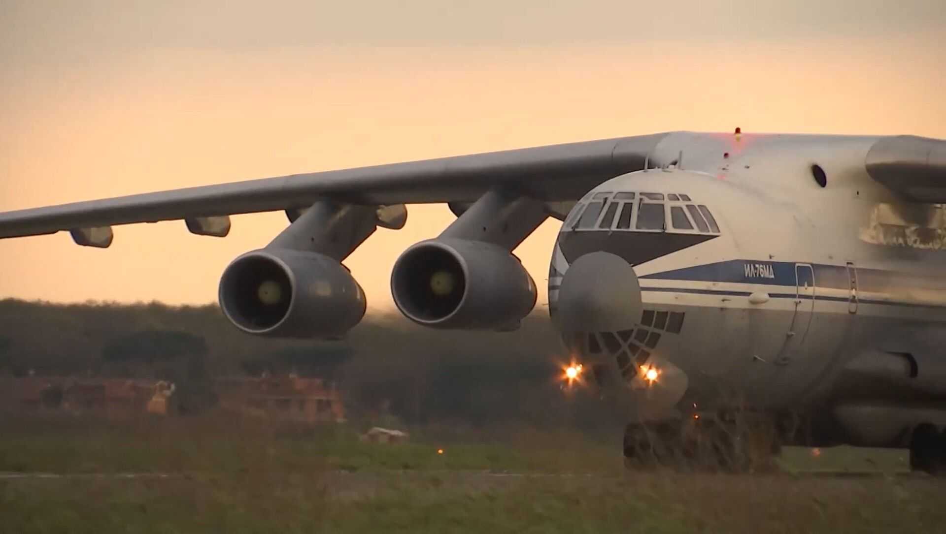 Un avión militar ruso Il-76  - Sputnik Mundo, 1920, 09.02.2021