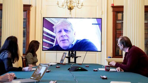 Primer ministro británico, Boris Johnson, organiza una reunión desde casa - Sputnik Mundo