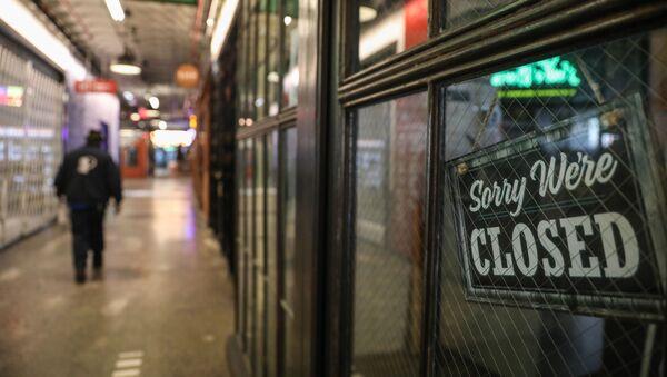 Una tienda cerrada en EEUU durante el brote de coronavirus - Sputnik Mundo