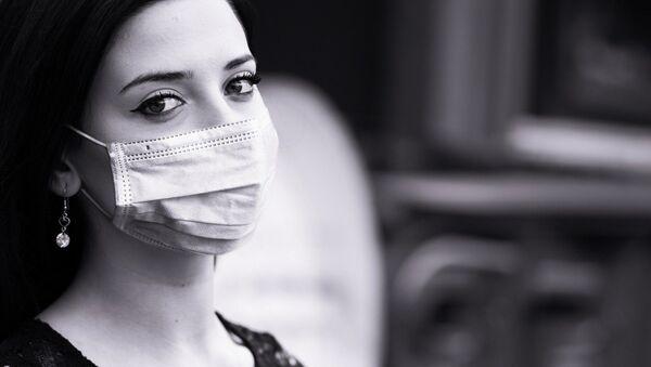 Una mujer con mascarilla (imagen referencial) - Sputnik Mundo