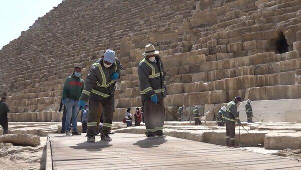 Cómo desinfectan las pirámides de Giza en Egipto ante el COVID-19 - Sputnik Mundo