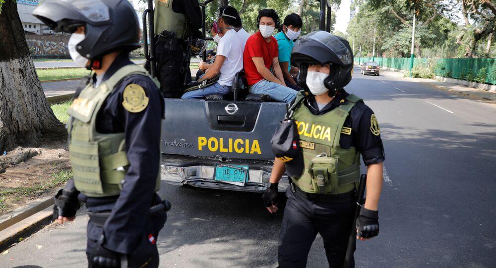 Policías peruanos en Lima