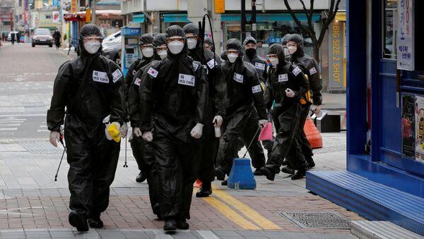 Personal médico en las calles de Corea del Sur - Sputnik Mundo