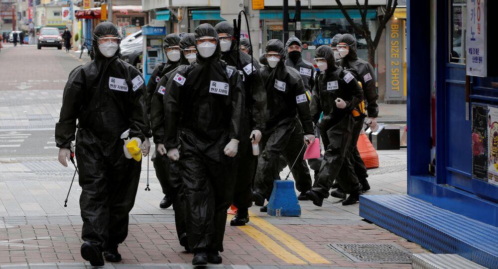 Personal médico en las calles de Corea del Sur