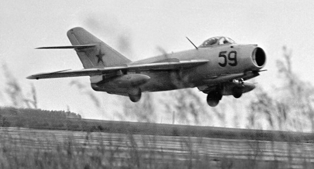 Un caza MiG-17