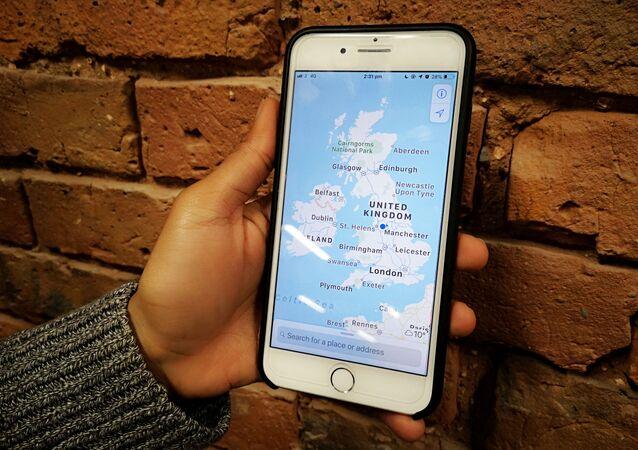 Mapa de Reino Unido en un teléfono móvil