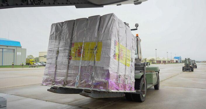 A400M del Ejército del Aire con 14 toneladas de material sanitario en Torrejón (Madrid)