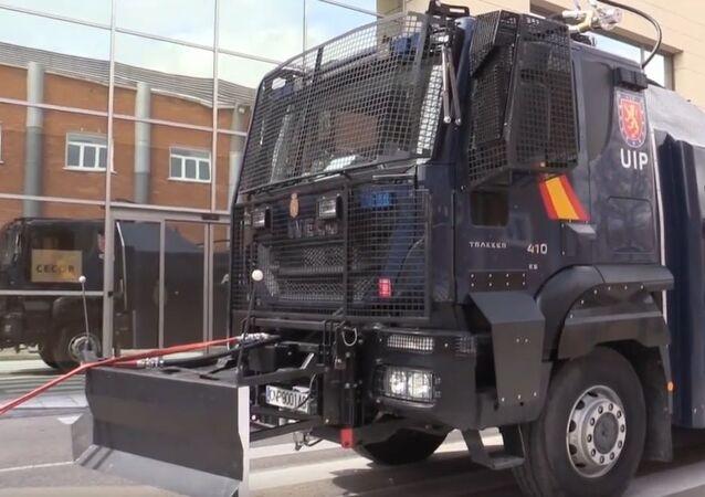 Camión lanza agua de la Policía Nacional en Madrid