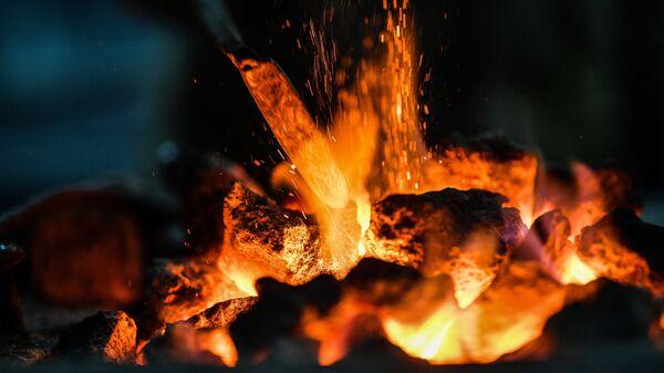 Un horno en el que se quema el carbón - Sputnik Mundo