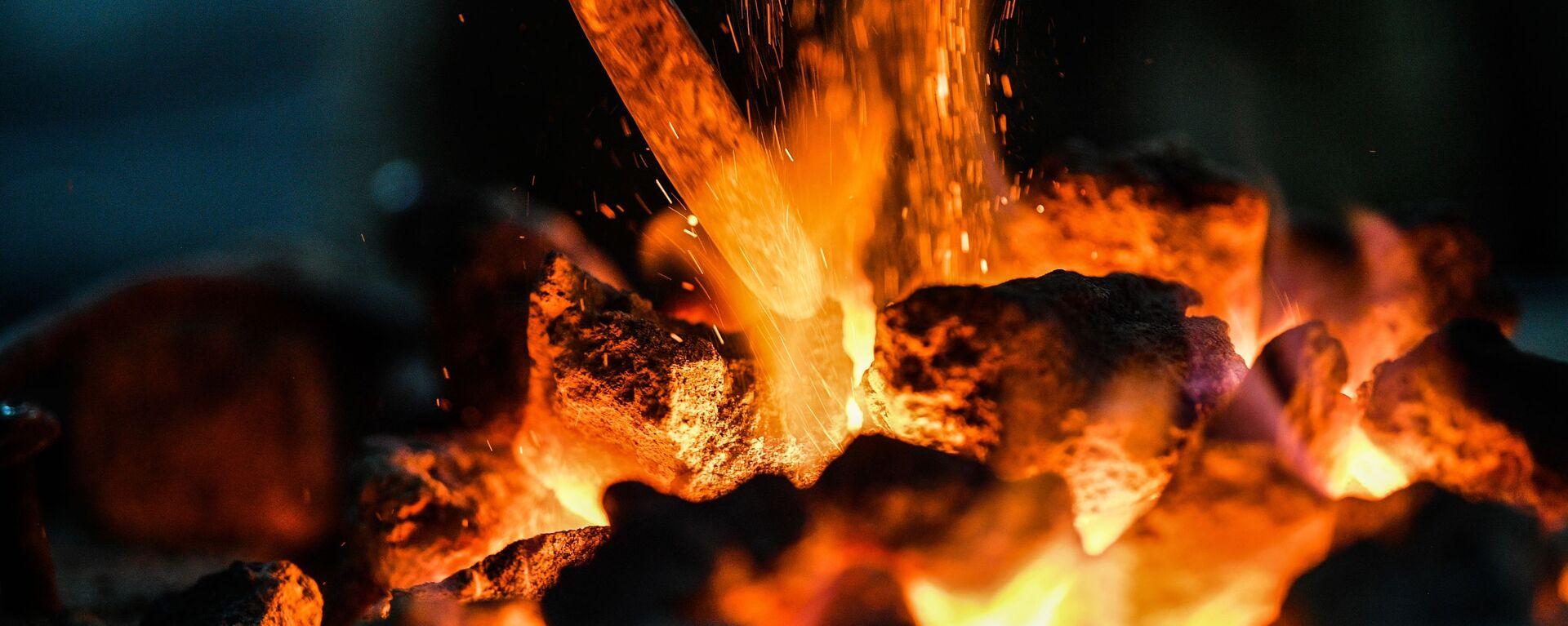 Un horno en el que se quema el carbón - Sputnik Mundo, 1920, 18.12.2020