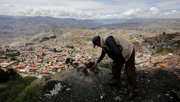 Un boliviano en El Alto - Sputnik Mundo