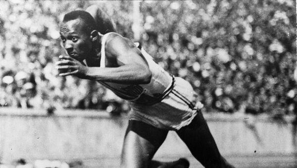Jesse Owens en los JJOO de 1936 - Sputnik Mundo