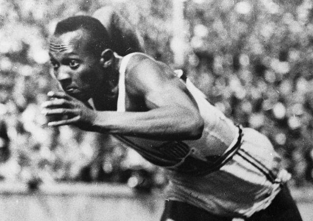 Jesse Owens en los JJOO de 1936