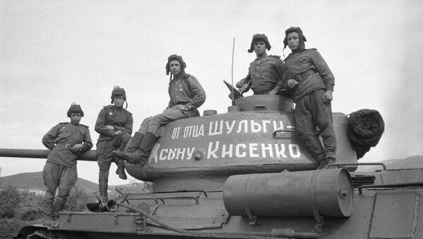 Un tanque T-34 construido con recursos donados por la cooperativa agrícola Pushkin y entregado al Ejército Rojo de Obreros y Campesinos en 1943, durante la invasión nazi a la Unión Soviética - Sputnik Mundo
