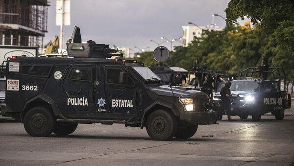 Una camioneta policial en Culiacan - Sputnik Mundo