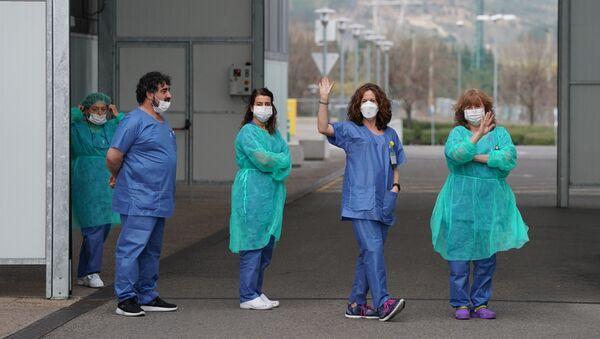 Sanitarios españoles - Sputnik Mundo