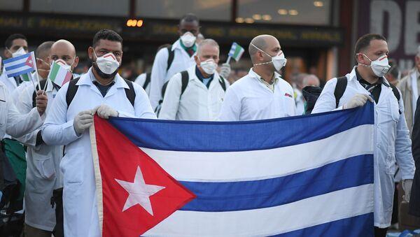 Médicos cubanos en Italia - Sputnik Mundo