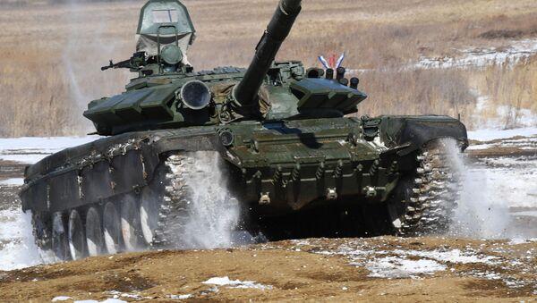 Un tanque T-72 en un polígono - Sputnik Mundo