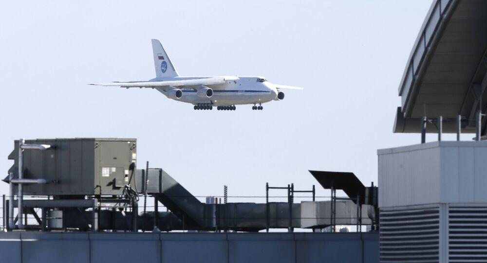 Avión militar ruso An-124 con ayuda humanitaria para EEUU