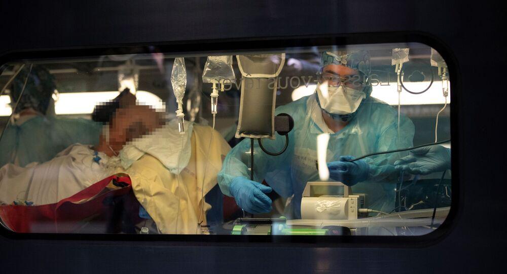 Tren de alta velocidad (TGV) en Francia traslada pacientes de coronavirus