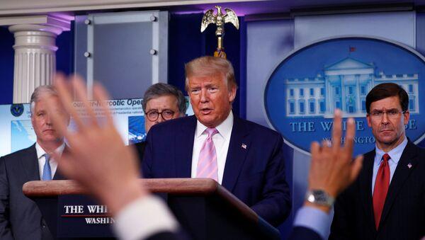 Donald Trump, presidente de EEUU, respondiendo a las preguntas sobre Venezuela durante la rueda de prensa - Sputnik Mundo