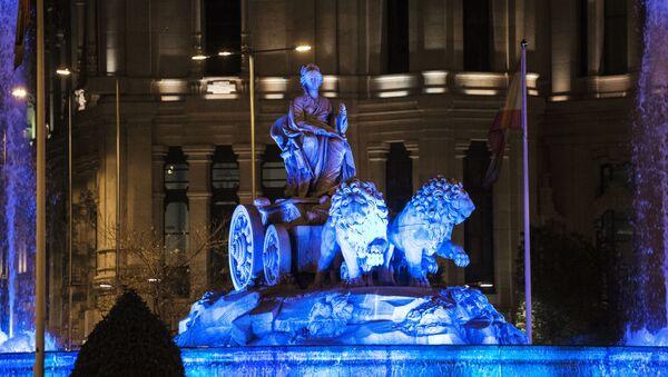 La acción 'Light it up blue' en Madrid, archivo - Sputnik Mundo