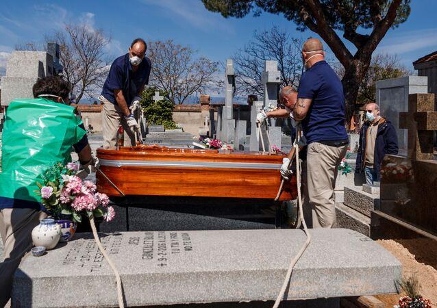 Trabajadores funerarios