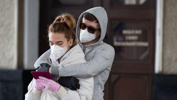 El amor, el arma que ayuda a alegrarnos la vida en plena pandemia  - Sputnik Mundo