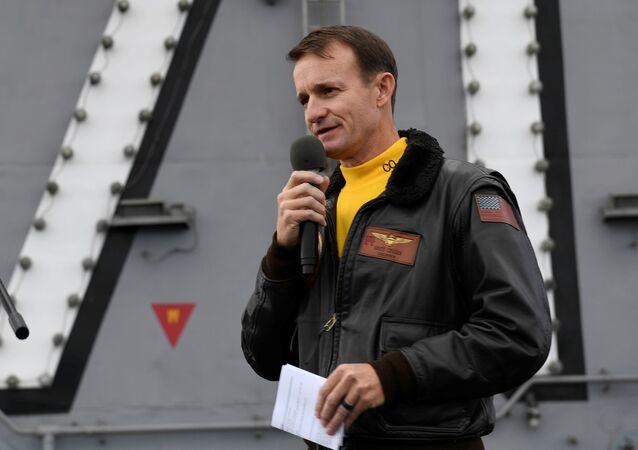 Brett Crozier, oficial de la Marina de EEUU (archivo)