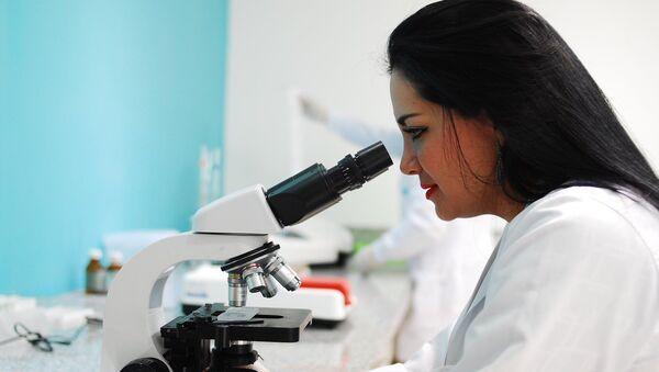Científica investigadora mujer - Sputnik Mundo
