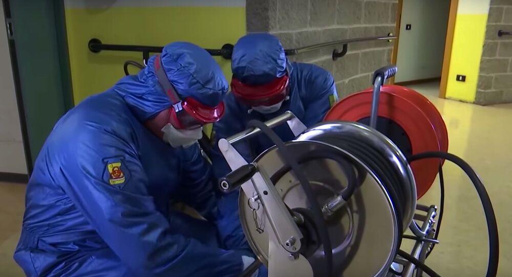 Médicos militares rusos durante el brote de coronavirus en el mundo