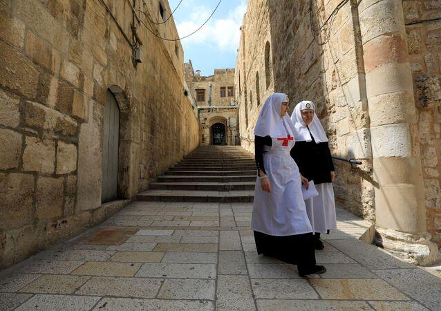 Dos monjas en las calles de Jerusalén