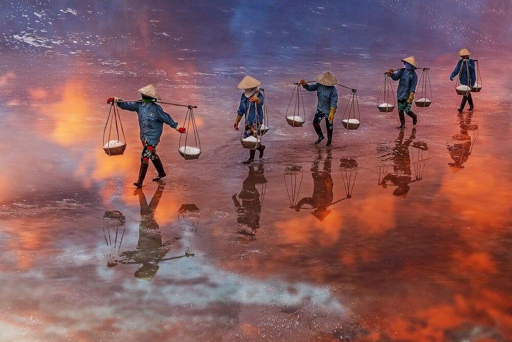 La foto 'La puesta de sol en el campo de sal de Ninh Diem Khanh Hoa', de un fotógrafo vietnamita, presentada en el concurso The World's Best Photos of #Water2020.